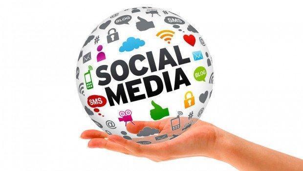 social-media-hand-620x350